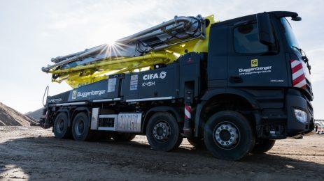 Mit unserer Betonpumpe und den Betonmischern versorgen wir unsere Kunden zuverlässig mit hochwertigem Transportbeton. © Guggenberger Bau GmbH / guggenberger-bau.de